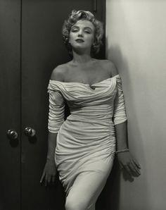 Marylin Monroe en robe blanche by Philippe HALSMAN/ Magnum Marylin Monroe, Marilyn Monroe Cuerpo, Fotos Marilyn Monroe, Marilyn Monroe Poster, Old Hollywood, Hollywood Fashion, Hollywood Actresses, Petite Blonde, Philippe Halsman