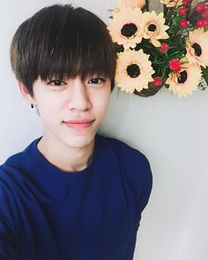 "@dh_jung_bap 우리엄마의작품 꽃과나  My mom's work, flowers and me  ""@BAP_Daehyun:아 영재야 이게 내 선물이다. 미리줄게 생일축하한다 브로 "" Ah Youngjae, this is my present. I'll give it to you in advance. Happy birthday bro"