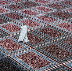 Best Photo slate Grey Carpet Tips Selecting the most appropriate carpet colour c… – iranian carpet living room Purple Carpet, Carpet Colors, Diy Carpet, Modern Carpet, Carpet Ideas, Hall Carpet, Stair Carpet, Oriental, Minimalist Street Style