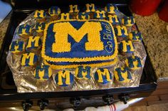 My littlest son wanted a University of Michigan birthday party. Here is my home made cake and cupcakes for his party.