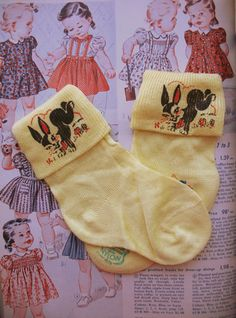 Vintage 1950's lemon yellow childrens socks.