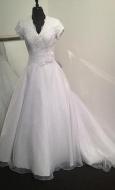 Allure Bridals M494: buy this dress for a fraction of the salon price on PreOwnedWeddingDresses.com