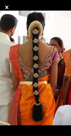 40 Lovely Wedding Hairstyle Ideas For Indian Bride To Copy South Indian Wedding Hairstyles, Bridal Hairstyle Indian Wedding, Bridal Hair Buns, Bridal Braids, Diy Wedding Hair, Bridal Hairdo, Indian Hairstyles, Bride Hairstyles, Trending Hairstyles
