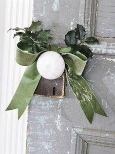 Decor Inspiration - Add a little Christmas to your doorknobs Noel Christmas, Merry Little Christmas, Country Christmas, Simple Christmas, All Things Christmas, Winter Christmas, Xmas, Green Christmas, Christmas Ribbon