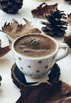 Buenos días café chocolate, i love coffee, coffee break, coffee time, morning Coffee Vs Tea, I Love Coffee, Coffee Cafe, Coffee Break, Coffee Drinks, Mini Desserts, Photo Café, Café Chocolate, Chocolates