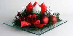 Adventní svícen * quilling Quilling, Advent, Christmas Wreaths, Strawberry, Fruit, Holiday Decor, Flowers, Bedspreads, Strawberry Fruit