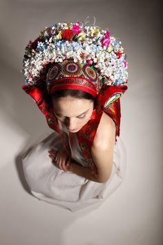 Ceremonial pentleni, a folk head piece or crown, worn in old Moravia (now the Czech Republic) Traditional Fashion, Traditional Dresses, Flower Head Wreaths, Floral Headdress, Folk Dance, Folk Fashion, Bridal Crown, Folk Costume, Op Art