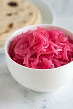 Bobby Flay's Pickled Red Onion – Food: Veggie tables Red Onion Recipes, Quick Pickled Onions, Best Pickled Onion Recipe, Pickle Onions Recipe, Pickled Turnips, Homemade Pickles, Comida Latina, Fresh Lime Juice, Canning Recipes
