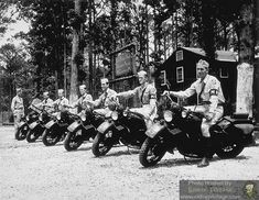Riding Vintage article on the US Military Police astride their Harley-Davidson Motorcycles. Harley Davidson Wla, Vintage Harley Davidson, Harley Davidson Motorcycles, British Motorcycles, Vintage Motorcycles, Military Police Army, Motorcycle Shop, Motorcycle Garage, War Dogs
