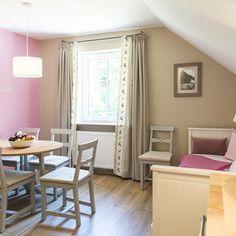 Waldruhe - Bett, Frühstück & ein Lächeln Bed And Breakfast, Curtains, Home Decor, Bed, Blinds, Interior Design, Draping, Home Interior Design, Window Scarf