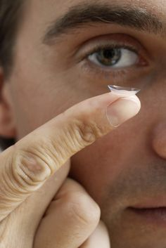 88d329507cc92 99% Of Contact Lens Wearers Are Risking Their Eye Health. Here s How