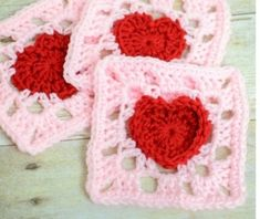 Beautiful Crochet Granny Square with a Heart – !This granny square with a red heart in the center is an elegant and beautiful design and it's easy to crochet! Granny Square Crochet Pattern, Crochet Squares, Crochet Motif, Free Crochet, Crochet Patterns, Easy Crochet, Afghan Patterns, Crochet Blocks, Heart Granny Square