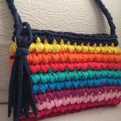 Nuestro bolso multicolor se convierte en bandolera a petición de una clienta…