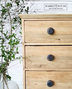 How To Get This Look! Raw Dresser Makeover — Market House Restorations Source by markethouserestorations makeover Raw Wood Furniture, Furniture Fix, Do It Yourself Furniture, Furniture Projects, Furniture Makeover, Painted Furniture, Furniture Refinishing, Chair Makeover, Repurposed Furniture