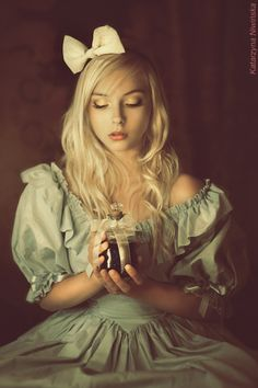 Amazing Alice in Wonderland inspired photo shoot.