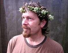 @Angelic Lutz. This is what I found when looking up hop wreaths