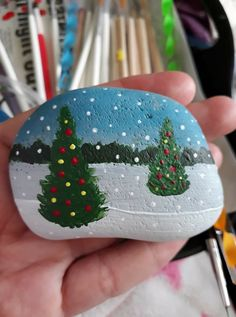 Easy and Fun Christmas Crafts for Kids to Make – Painted Festive Rocks Christmas tree rock painting Rock Painting Patterns, Rock Painting Ideas Easy, Rock Painting Designs, Painted Rocks Craft, Hand Painted Rocks, Christmas Rock, Christmas Crafts For Kids, Christmas Decorations, Stone Crafts