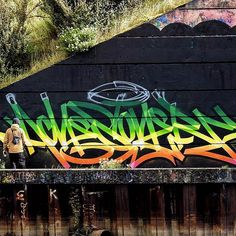 "3,277 Me gusta, 36 comentarios - @achesdub en Instagram: ""Found this shot online, thanks to whoever took it. #graffiti #bridgejam"""