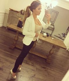Jessie James Decker shows off 'C-section scar and pooch' in selfie