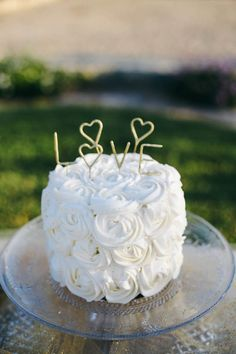 Single Tiered Wedding Cakes | Bridal Musings Wedding Blog