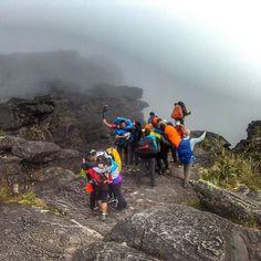 Un viaje inolvidable con @turistukeando -  En el Roraima los desconocidos se vuelven amigos las parejas se fortalecen los amigos se convierten en hermanos. CUMBRE! Próxima salida 7 de Abril déjanos tu correo aquí y recibe información.  Feliz Domingo!  http://ift.tt/1iANcOy  #ViajoLuegoExisto  #GoPro #Goprove #TravelHolic #HallazgoSemanal #Venezuela #Trips #Vsco #Argentina #AquiNoSeHablaMalDeVenezuela #Roraima #MonteRoraima #Viajes #VamosAlRoraima #MiNombreEsVenezuela