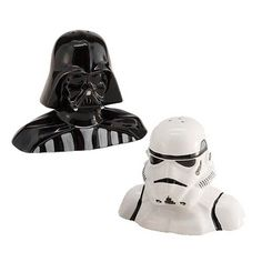It's Star Wars season-ing! The Star Wars Darth Vader and Stormtrooper Salt and Pepper Shakers will let you season your food with the more regimented characters of the Star Wars universe. You'll get Darth Vader and a Stormtrooper for Salt and Pepper! Darth Vader, Stormtrooper, Cadeau Star Wars, Star Wars Dark, Star Trek, Star Wars Merchandise, Shops, Star Wars Gifts, Star Wars Action Figures