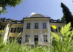 La mansión de la familia Von Trapp en Salzburgo, cuya historia fue recreada en la película The Sound of Music (La novicia rebelde), será abierta al público en forma de hotel, informó la prensa austríaca.