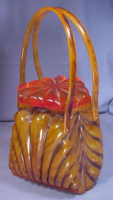 - Bakelite or Lucite (? Vintage Purses, Vintage Bags, Vintage Handbags, Vintage Shoes, Vintage Accessories, Vintage Outfits, Fashion Accessories, Vintage Items, Vintage Clothing