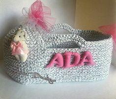 #penyeip #tshirtyarn #trapillo #yarn #handmade #yarnart #homemade #crafty #evaksesuar #ganchillo #dekorasyon #decoration #spagettiyarn #puset Newborn Crochet, Crochet Baby, Knit Crochet, Doll Beds, Baby Moses, T Shirt Yarn, Crochet Cardigan, Baby Decor, Diy Craft Projects