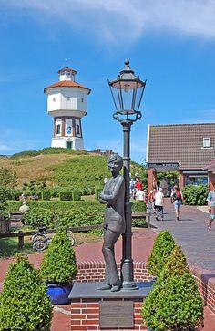 Wasserturm von Langeoog mit Lale-Andersen-Denkmal
