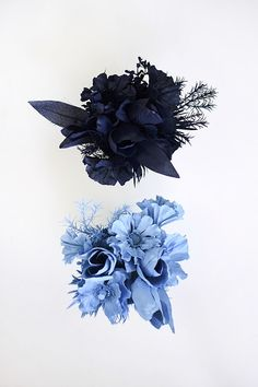 Arrange a stunning Monochrome Flower Bouquet displays for your table this spring! Use your favorite colors to create this fun crafty color blocked look. Spray Paint Plastic, Painting Plastic, Easy Crafts For Kids, Creative Crafts, Faux Flowers, Dried Flowers, Spray Paint Projects, Aerosol Paint, Color Crafts