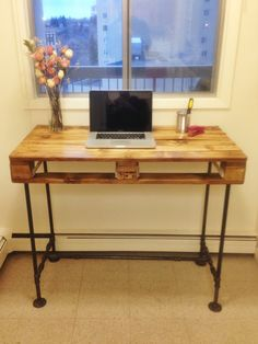 Pallet Stand-up desk with steel pipe legs