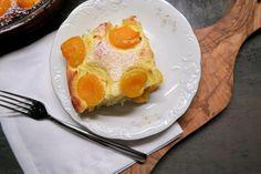 Topfenauflauf mit Aprikosen - Bine kocht! Eggs, Breakfast, Desserts, Food, Eclair, Flourless Cake, Chef Recipes, Food Food, Morning Coffee