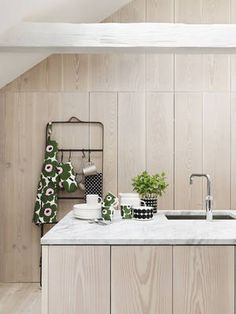Marimekko Unikko Green / Pink Mug - Marimekko Kitchen & Dining Sale Scandinavian Interior Design, Scandinavian Home, Wooden Kitchen, Kitchen Dining, Timber Kitchen, Decorating Blogs, Beautiful Kitchens, Home Collections, Kitchen Interior