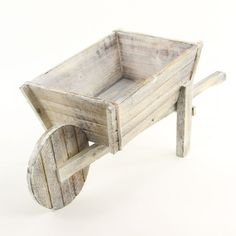 Wheelbarrow for decoration Diy Wood Projects, Wood Crafts, Woodworking Plans, Woodworking Projects, Wheelbarrow Planter, Wooden Planters, Victorian Decor, Home Interior, Interior Colors
