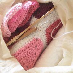 Opening my cotton bag and seeing this always make me smile. My favourite #wip  #crochet #crochetlove #crochetgeek #yarnlove #crochetblanket #solidgrannysquareblanket #blanket #grannysquareblanket #grannysquaresrock #grannysquares #takingforever #myfavouritewip #kallunadeeblankets by kallunadee