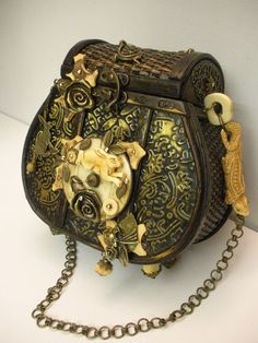 Awesome steampunk basket purse. Too busy for me, but along the idea of what I'd like for my steampunk Red Riding Hood