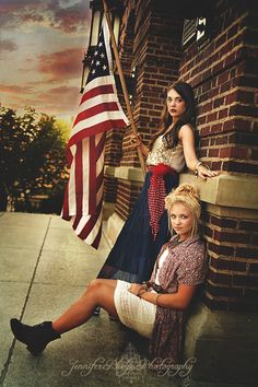 I'm absolutely loving this of July photoshoot picture. 4th Of July Celebration, 4th Of July Party, Fourth Of July, Labor Photos, Sibling Photos, Family Photos, 4th Of July Photography, Fashion Photography, 4th Of July Photos
