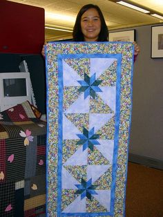 INSPIRATION: Lovely quilt. Like the double blue sashing.