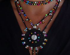 This beautiful necklace was crocheted with white waxed cord, glass beads and tibetan silver beads. It can be worn close to the neck or more loose, you just tight it however you like it. The lace is long enough to wrap it 2 times around the neck. Each end of the string is closed by with a few glass beads, an ornate silver bead cap and a white acai seed bead. It´s one of a kind and will look great in summer or in winter. This crochet necklace is made to order and can me made in different…
