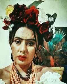 Me as Frida Kahlo. Frida Kahlo Costume, Halloween Costumes, Instagram Posts, Painting, Art, Art Background, Halloween Costumes Uk, Painting Art, Kunst