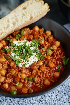 Chili con carne with chickpeas