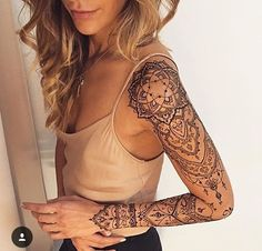 A henna tattoo or also know as temporary tattoos are a hot commodity right now. Somehow, people has considered the fact that henna designs are tattoos. Mehndi Tattoo, Henna Tattoo Muster, Henna Tattoos, Henna Mehndi, Henna Tattoo Designs Arm, Henna Art, Neck Tattoos, Paisley Tattoos, Mandala Tattoo Design