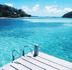 Willen jullie ook het liefst jullie bed weer inkruipen na het zien van het weer buiten? We rather be here ☀️ !   #trixlamix #summer #zomer #beach #relax #tan #bikini #sea #ocean #pool #vacation #holiday #wanderer #travel #traveller #vacay #destination #potd #instapic #instagood #love #instalike #girl #beauty #blue #bikini #bikinibody