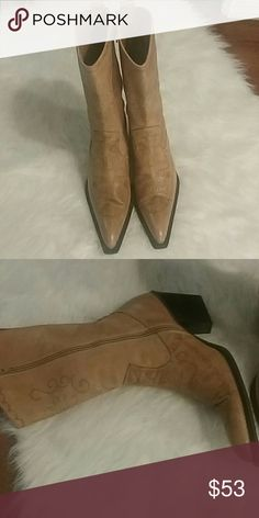 Colin Stuart Womans boots Really cool pointed toe cowboy boots. Size 8, like new condition. Colin Stuart Pants Wide Leg
