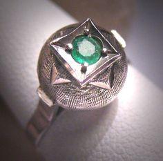 Antique Emerald Wedding Ring Vintage Art Deco Retro via Etsy Vintage Veils, Wedding Rings Vintage, Vintage Rings, Vintage Art, Retro Art, Garnet Wedding Rings, Rockabilly Wedding, Garnet Jewelry, Dream Ring