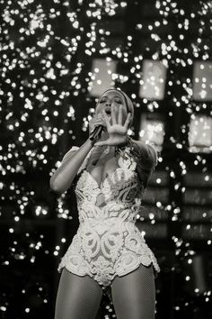 I gotta see the QUEEN in concert again , it still saddens me that I missed the Mrs. Carter tour .