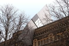This Royal Ontario Museum  project entails renovating ten new galleries in the existing historical building and creating an extension to the museum:  the Michael Lee-Chin Crystal.  The new extension provides dynamic new architecture, the creation of a ...