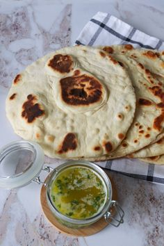 Hjemmelavet Naan - Den Bedste Opskrift På Naanbrød Naan, Indian Food Recipes, Ethnic Recipes, First Kitchen, Palak Paneer, Hummus, Bread Recipes, Buffet, Picnic