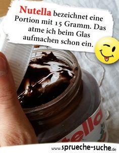 Nutella bezeichnet eine Portion mit 15 Gramm. Das atme ich beim Glas aufmachen schon ein. ➔ Weitere lustige und coole Sprüche gibt's hier! Funny Memes, Jokes, Drink Bottles, Funny Pictures, Funny Pics, Lol, Humor, Gramm, Homemade Food